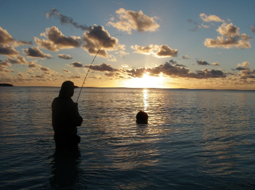 Change of light fishing for bonefish, Aitutaki