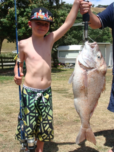 Ryan Marhall (7 years old) caught this 16lb snapper