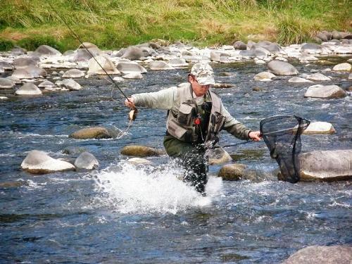 Simon Robinson (England) on Whanganui River, World Flyfishing Champs 2008